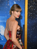 """Taylor Swift at the World Premiere of """"Cats"""" in NYC"""