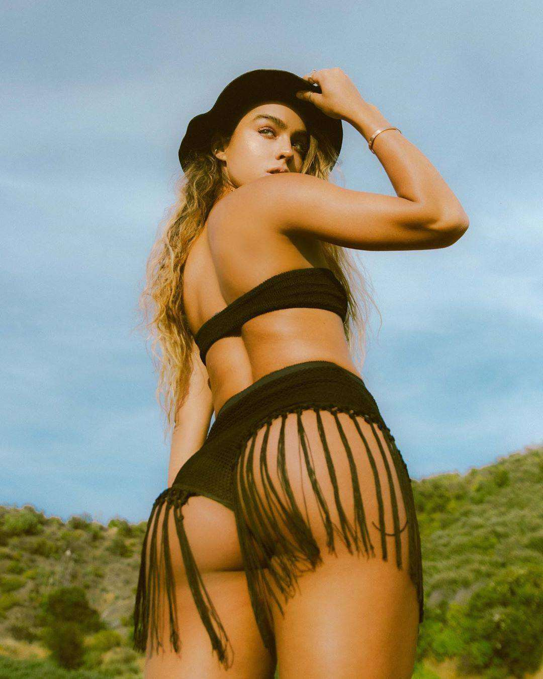 Sommer Ray Ass in Photoshoot