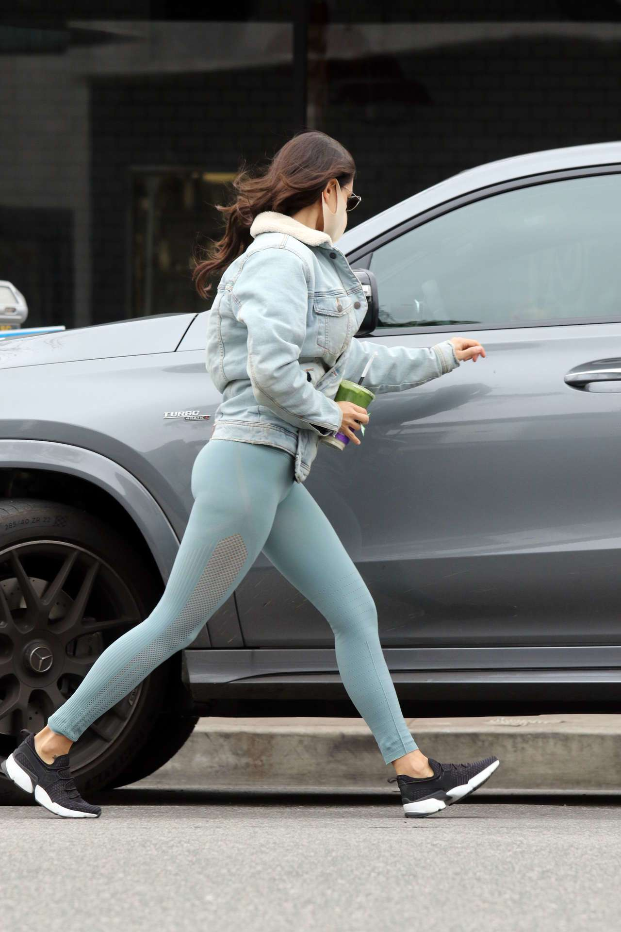 Eiza Gonzalez Booty in Tights Picking up Juice in Los Angeles
